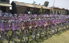 १९८ वटा साइकल वितरण हुन् गैरहेको।